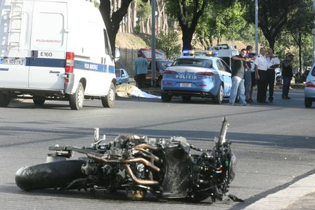 CROTONE, ventiduenne morto in incidente stradale