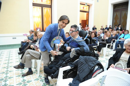 REGGIO CALABRIA, Falcomatà premia artista disabile