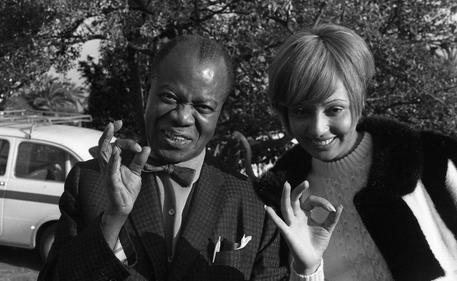 Addio a Lara Saint Paul, duettò con Louis Armstrong