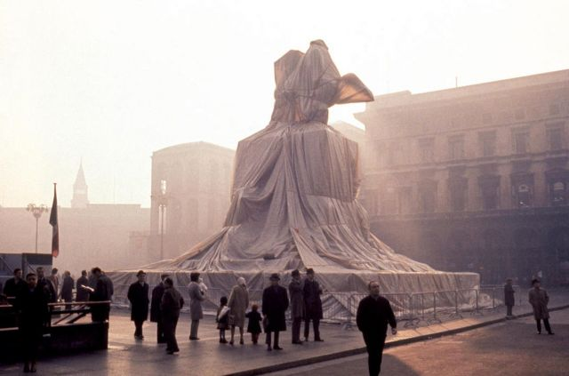 Christo and Jeanne-Claude, Wrapped Monument to Vittorio Emanuele II, Piazza del Duomo, Milan, Italy, 1970