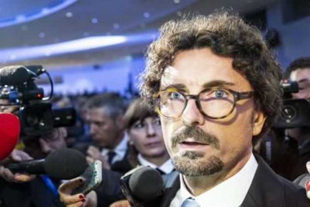 "Toninelli vs Salvini: ""Diffonde fake news su zona rossa"""