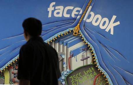 Facebook crolla in Borsa, pesa Cambridge Analytica